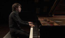 Toptalent Vitaly Pisarenko speelt Liszt